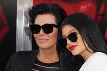 Momager Kris Jenner afirma que su hija Kylie ganó $420 millones en 18 meses con su línea de cosméticos