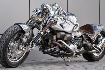 Chimera: Lujosa moto personalizada