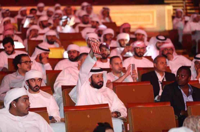 Multimillonario de solo 23 años paga $2,64 millones por una matrícula de coches en Abu Dhabi