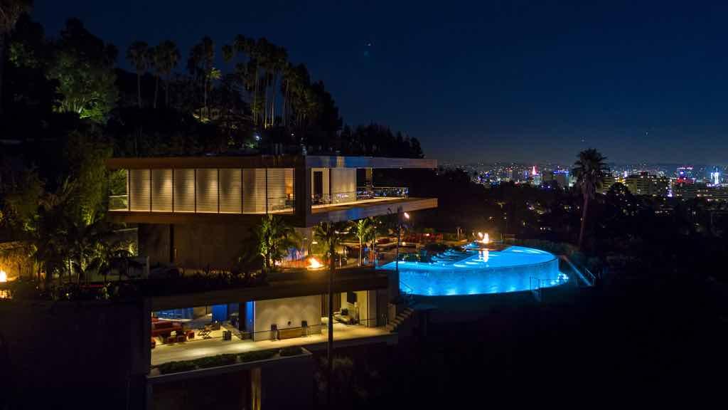 ¡Esta lujosa mega mansión de $38 millones en Los Ángeles es un sueño hecho realidad!
