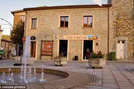 ¡Compra una casa en un pueblo italiano por solo UN EURO! Se venden 200 casas en un pueblo en la isla de Cerdeña para evitar su extinción… ¡Pero hay condiciones!