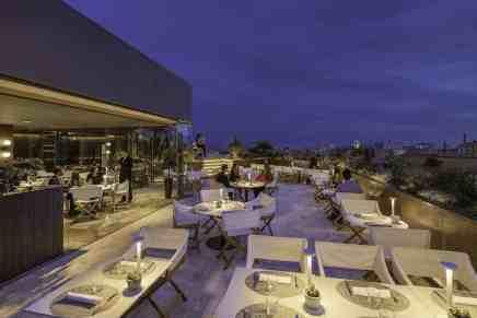 La terraza Mood de The One Barcelona presenta su selecta oferta gastronómica para este verano