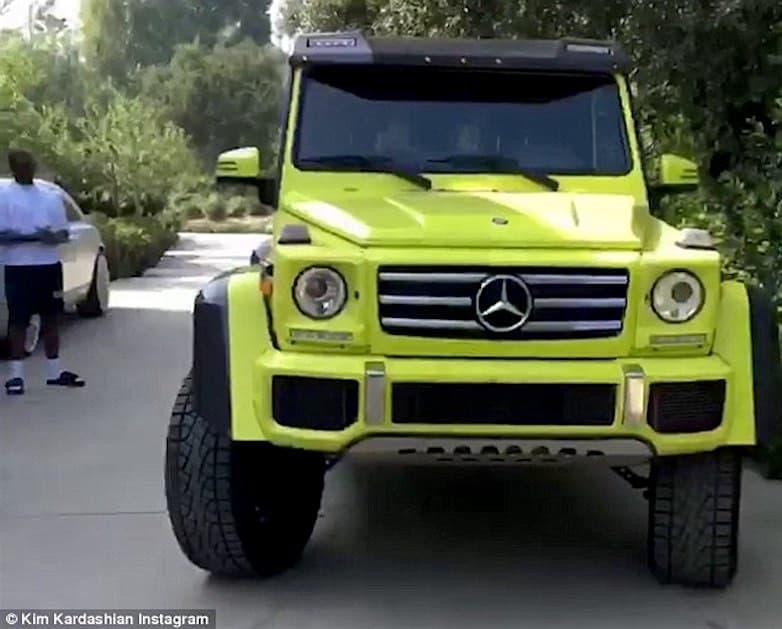 Kanye West sorprende a Kim Kardashian con una lujosa SUV Mercedes-Benz color neón de $240.000
