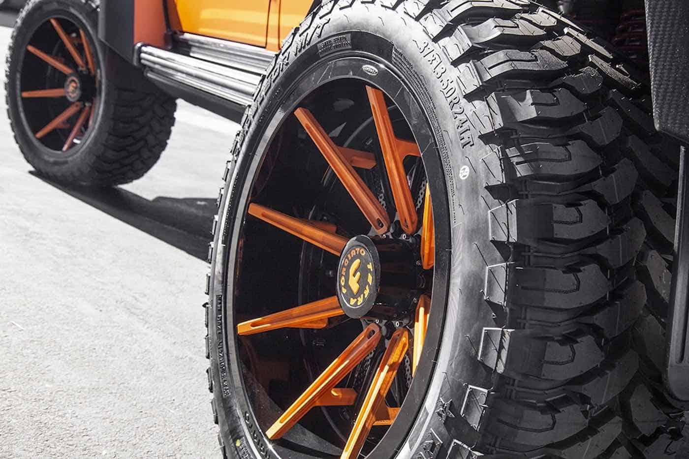 Kylie Jenner modifica su Mercedes-Benz G550 4x4² para que combine con su Lamborghini Aventador SV Roadster
