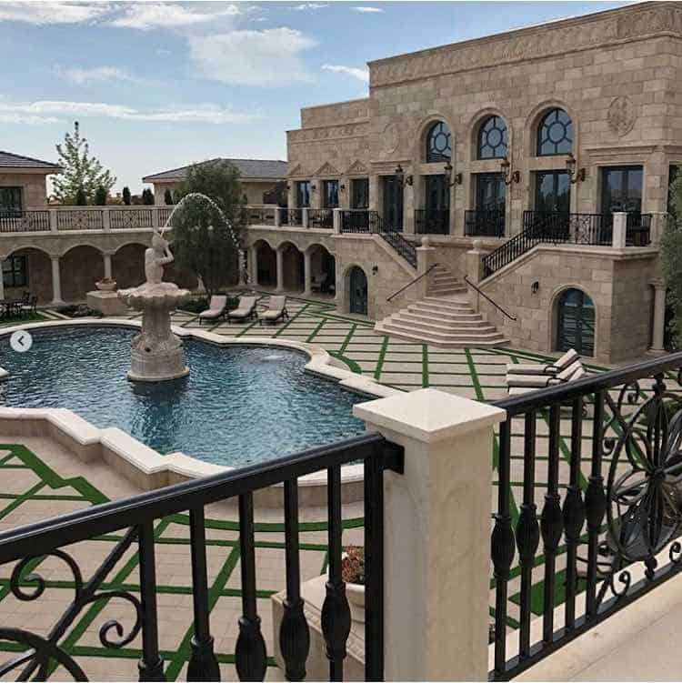 Floyd Mayweather acaba de comprar esta opulenta mansión en Las Vegas por $10 millones