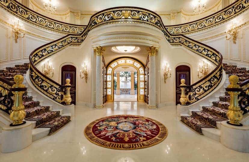 Esta mega mansión en Florida de $159 millones -inspirada en el Palacio de Versalles- saldrá a la subasta... Eche un vistazo dentro