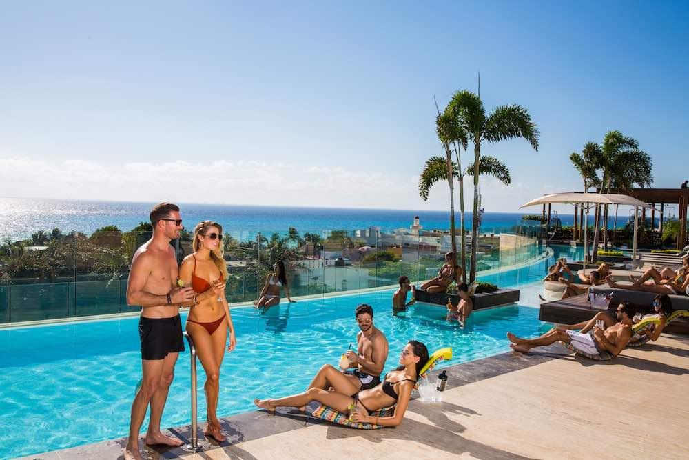"""Vive una auténtica fiesta tropical de """"Super Bowl"""" en el exclusivo Thompson Playa del Carmen"""