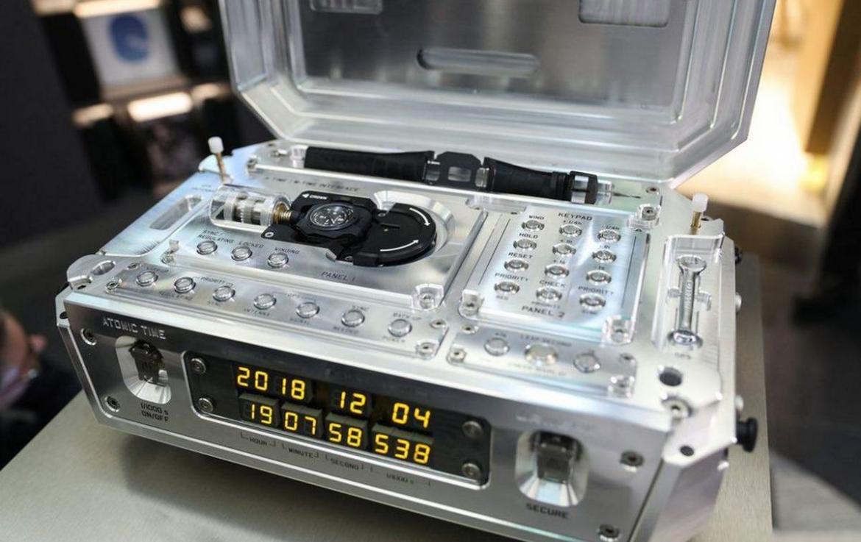 La última creación de Urwerk, un innovador reloj atómico de edición limitada que cuesta $2,7 millones