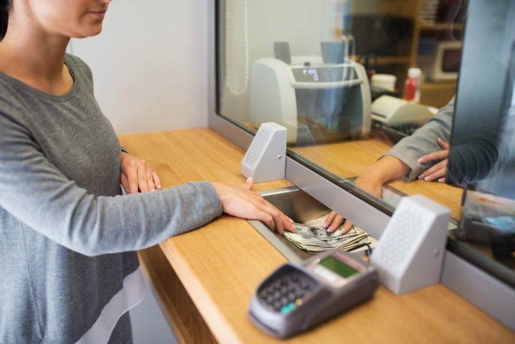 Se Necesita Cajero de Banco