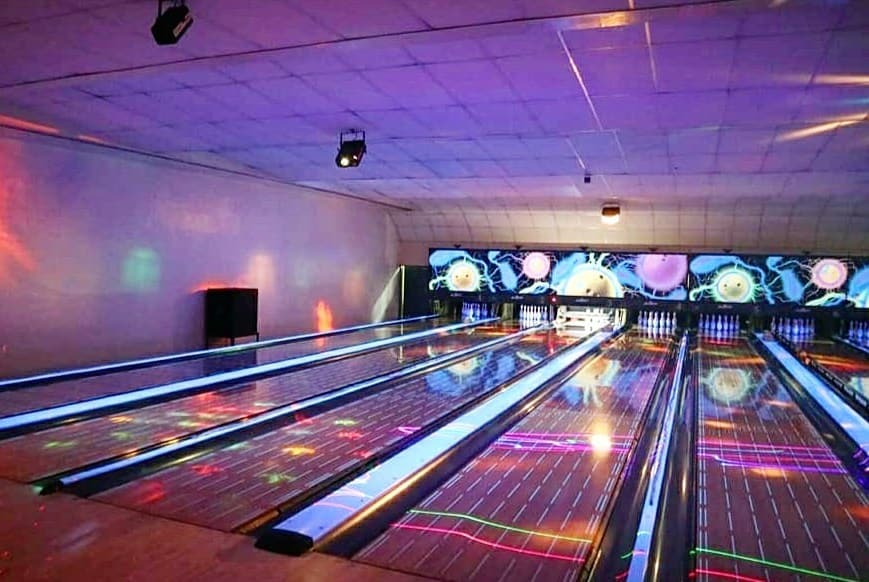 Paeng's Bowl and Billiard Room: Date Places In Quezon City