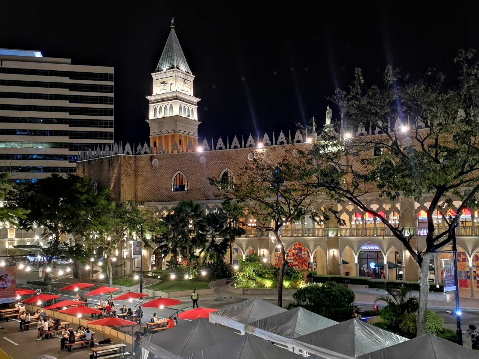 """McKinley Hill's """"Fit In The City"""" At Night"""