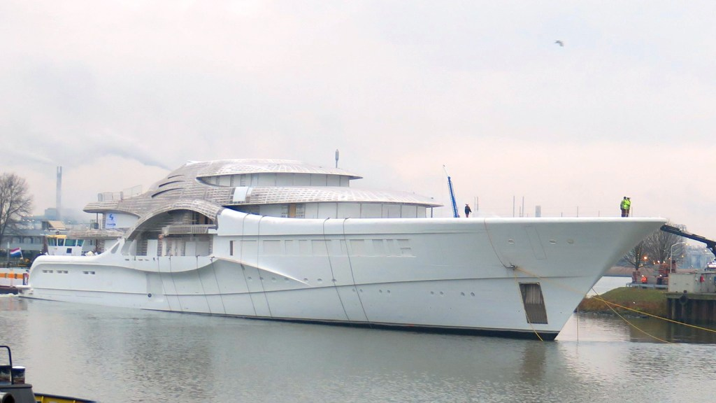 Super yacht Anna during build phase