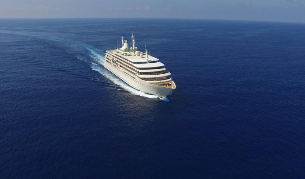 large super luxury yacht in ocean Fulk Al Salamah