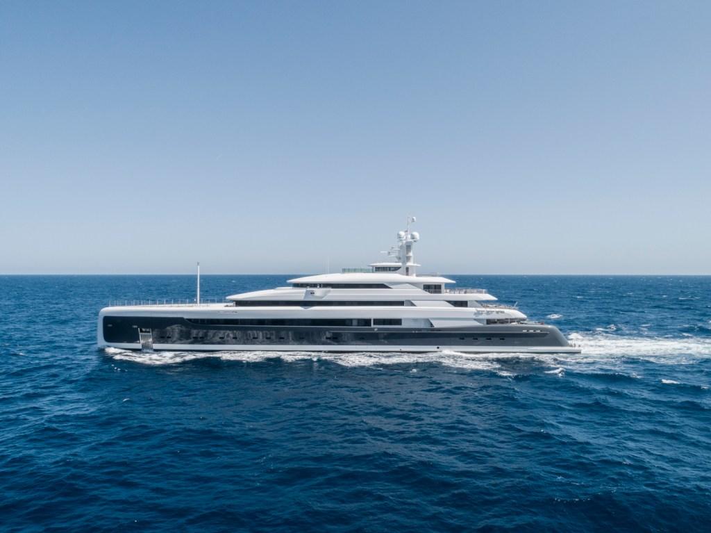 mega yacht 88.5m
