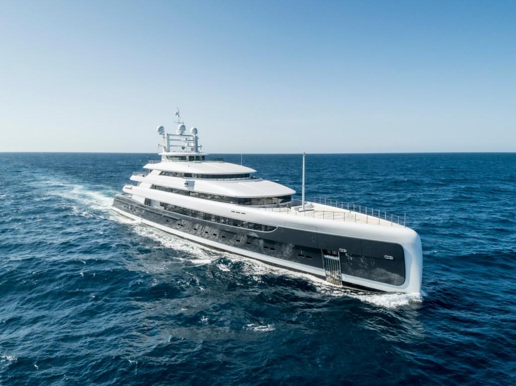 mega yacht illusion plus
