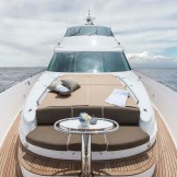 Horizon E88 foredeck sun seating