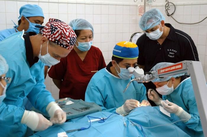 surgery-590536_1280
