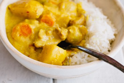 Thai Yellow Curry with Chicken is the ultimate comfort food. Yukon gold potatoes, pearl onions, sliced carrots, and bite-sized pieces of chicken soak up all the wonderful creaminess of curry, coconut cream, and coconut milk, making each bite heaven. | www.megiswell.com
