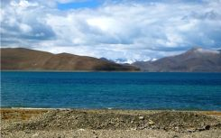 Yamdrok Tso, the turquoise lake