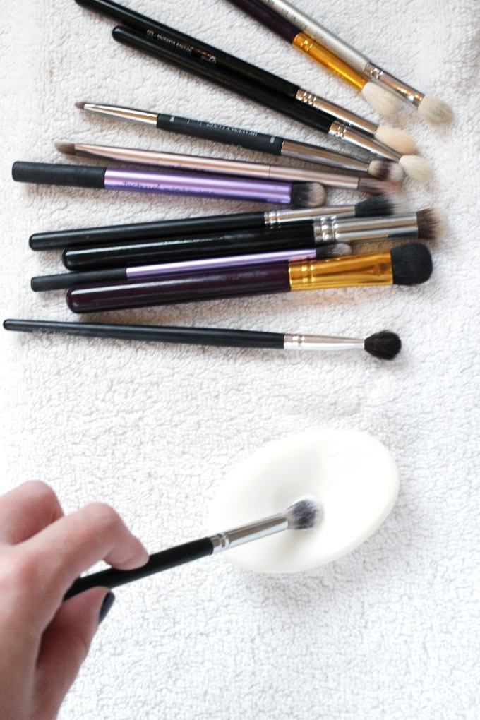 Clean makeup brushes with Dove bar soap - great for spot cleaning. Love this idea!
