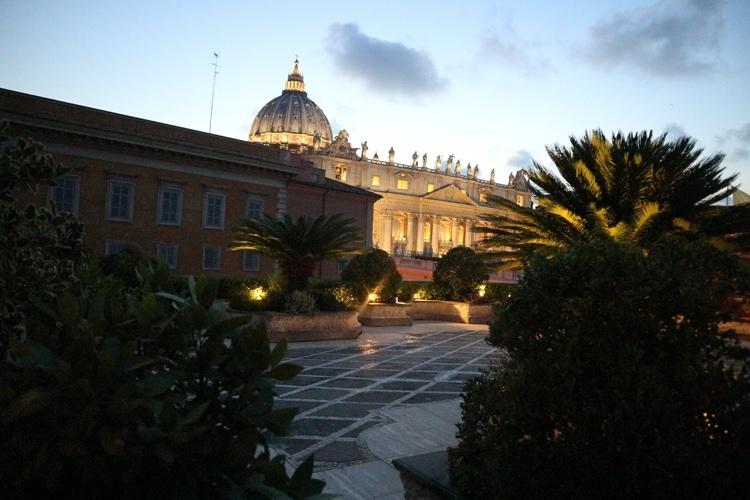 Residenza Paolo VI hotel terrace at night