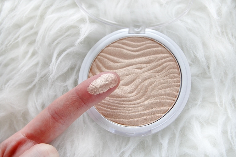 Real Colors Stay Glowing Long-Wear Highlighter