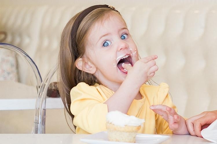 caroline-eating-cupcake