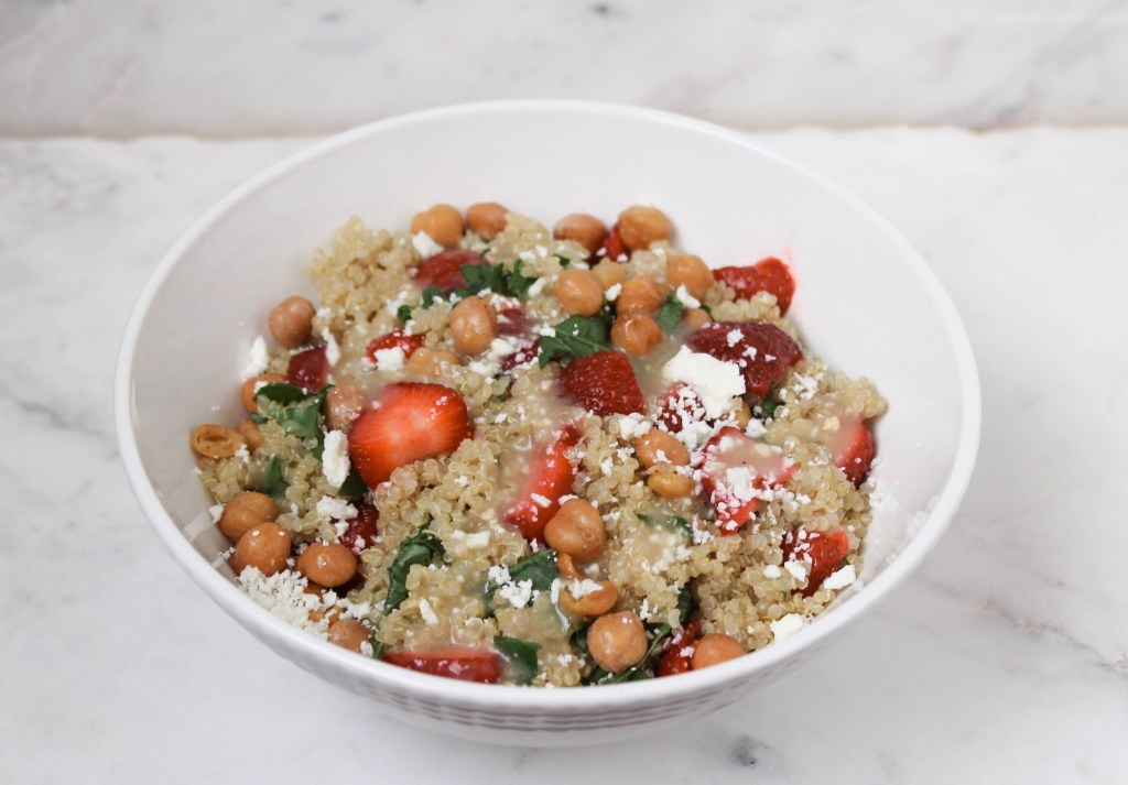 Quinoa bowl with roasted chickpeas