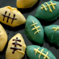 Football Cake Balls {Packers For The Win}