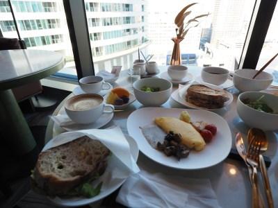 メズム東京のレストランでの朝食2種類はどう違う?