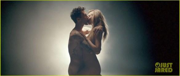 adam-levine-behati-prinsloo-nude-animals-video-03