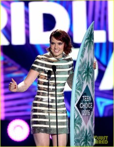 INGLEWOOD, CA - JULY 31: Actress Daisy Ridley accepts the award for Choice Movie: Breakout Star onstage during Teen Choice Awards 2016 at The Forum on July 31, 2016 in Inglewood, California.  (Photo by Kevin Winter/Getty Images)