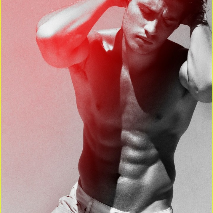 gregg-sulkin-goes-shirtless-and-flashes-his-abs-for-raw-04