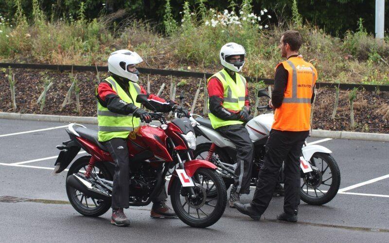 ¿Cuánto cuesta sacarse el carnet de moto?