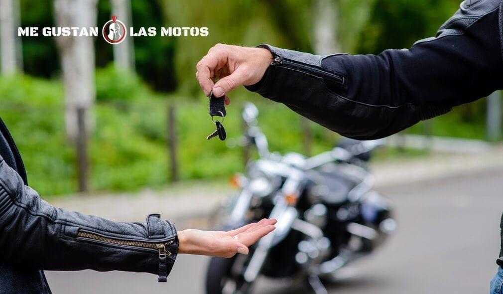 ¿Cómo hacer un cambio de titularidad en la DGT para tu moto?