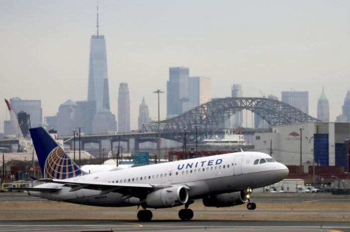 United Airlines to initially hire 300 new pilots as travel demand rebounds