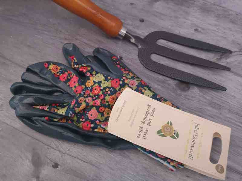 Home Bargains gardening gloves and fork