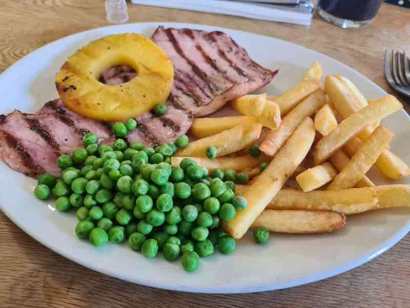 Gammon, chips, peas and pineapple