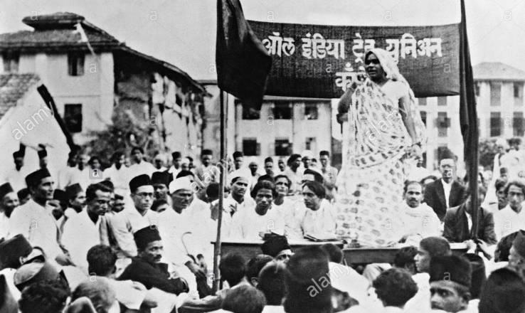 1933 में बॉम्बे में कपड़ा श्रमिकों को संबोधित करते हुए मणिबेन कारा