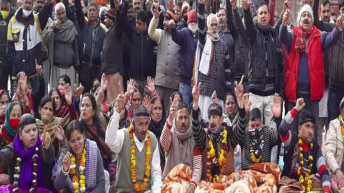 जम्मू : मंदिर कर्मचारियों का आंदोलन डेढ़ माह से जारी