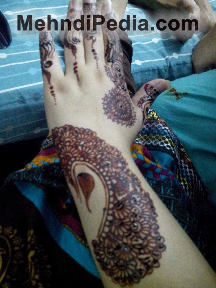 Simple arabic mehndi designs for left hand back