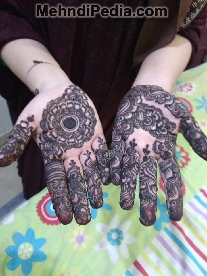 Stylish single flower based mehndi design for front hand palm