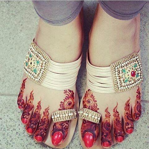 bridal mehndi design for foot