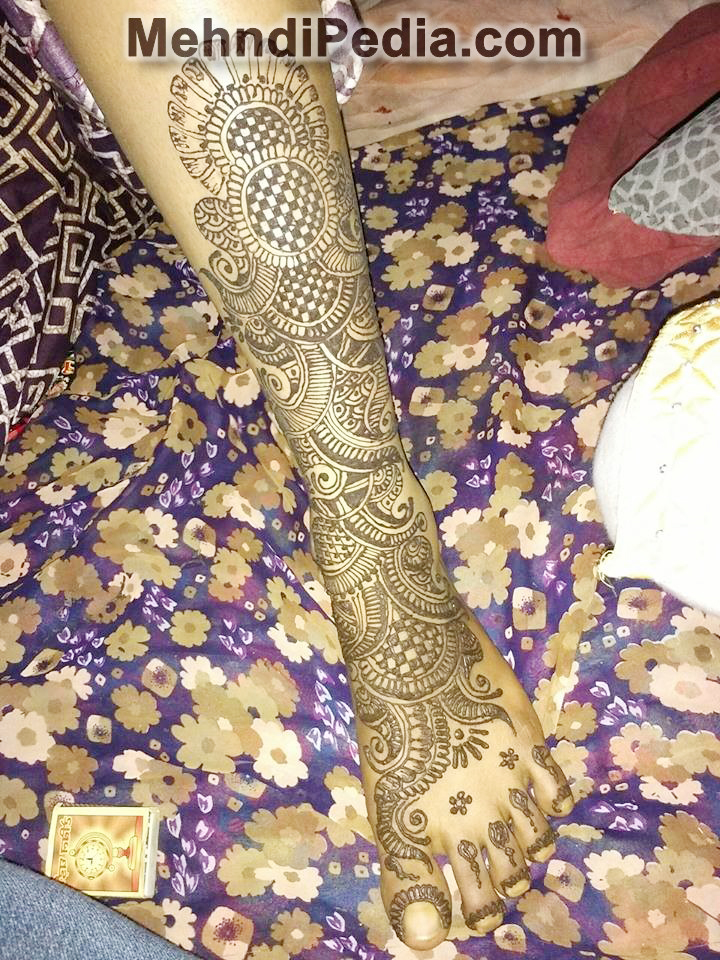 mehndi designs simple for foot