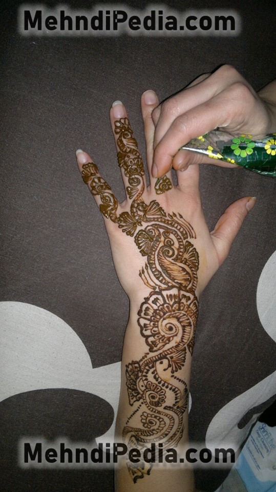 How to apply Mehndi designs