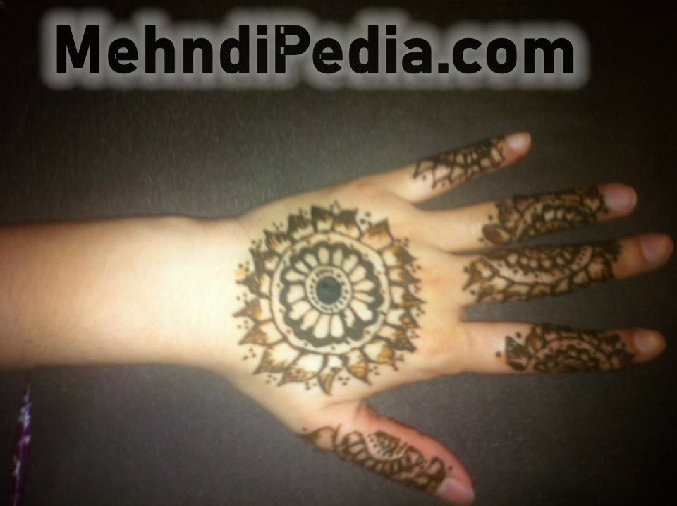 circle mehndi designs for back hands