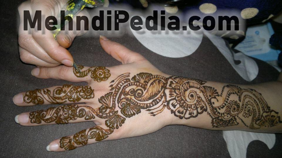 finger and arm Arabic mehendi designs