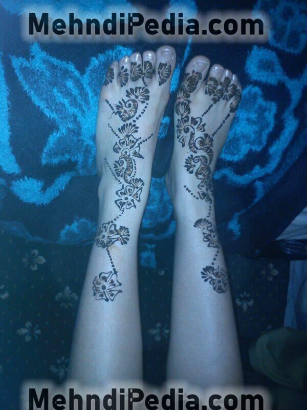 foot and leg simple mehndi designs