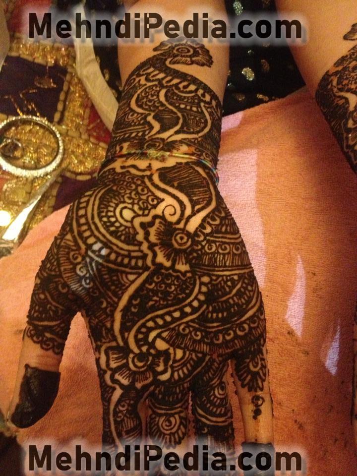 front hand mehendi designs