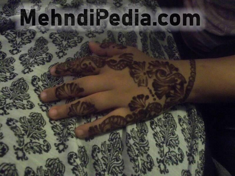 latest back hand mehandi desines